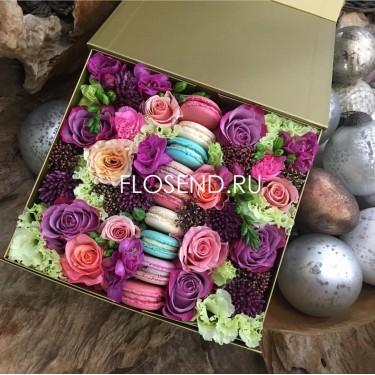 Цветы и Макаронс в коробке