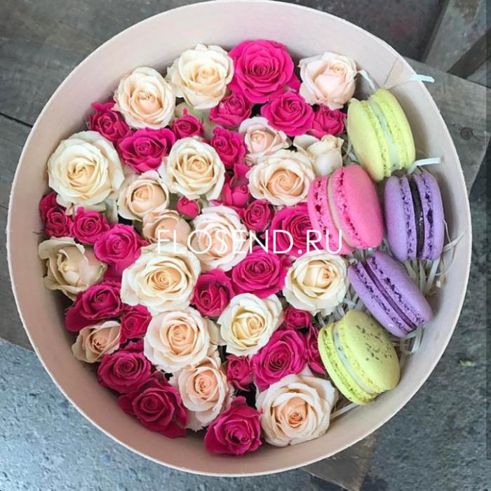 Цветы и макаронс в коробке № 199