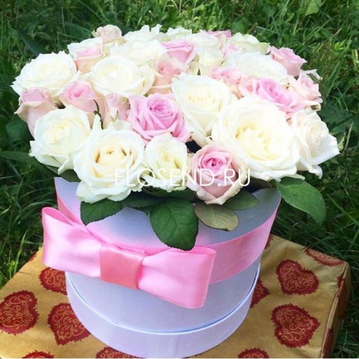 35 роз в шляпной коробке